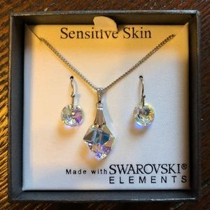 Jewelry - Silver Swarovski crystal necklace and earrings set